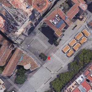 Pla de la Seu, Catedral de Barcelona, links onderaan de trap